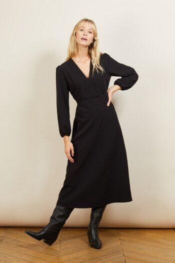 Robe noire longue décolletée en v